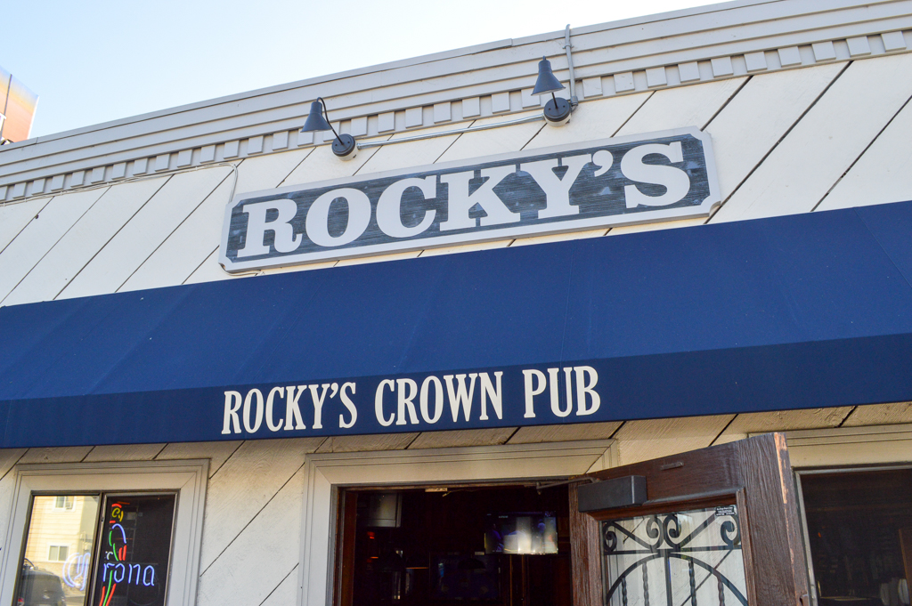 rockys-crown-pub-good-eats-san-diego-california-mike-puckett-gesdw-1-of-11